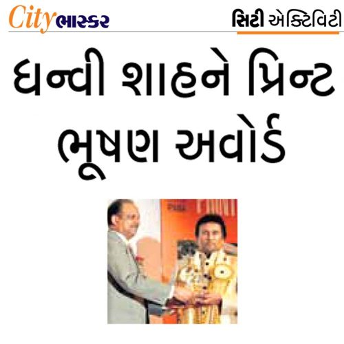 Dhanvi Shah receiving Print Bhushan Award